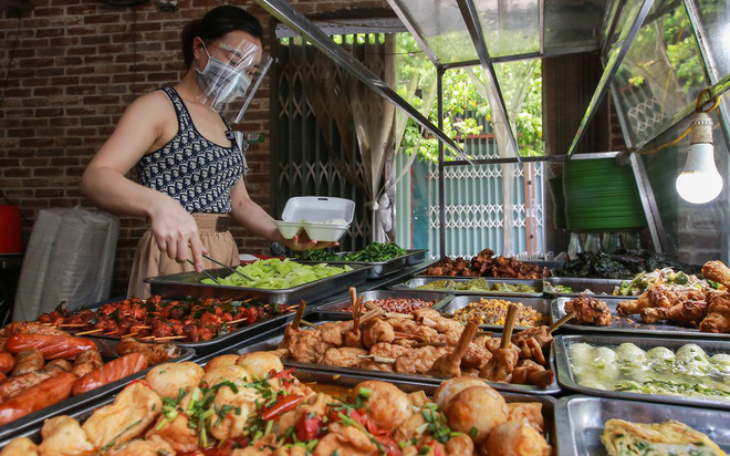 Hà Nội: Những quận, huyện nào được phép kinh doanh dịch vụ ăn uống, văn phòng phẩm từ trưa 16/9?
