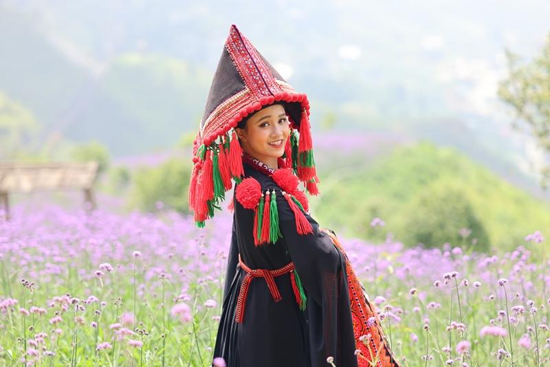 Tháng 9, Sa Pa đẹp nao lòng, ruộng bậc thang chuyển màu kỳ diệu, những triền hoa rực rỡ sắc màu - Ảnh 6.