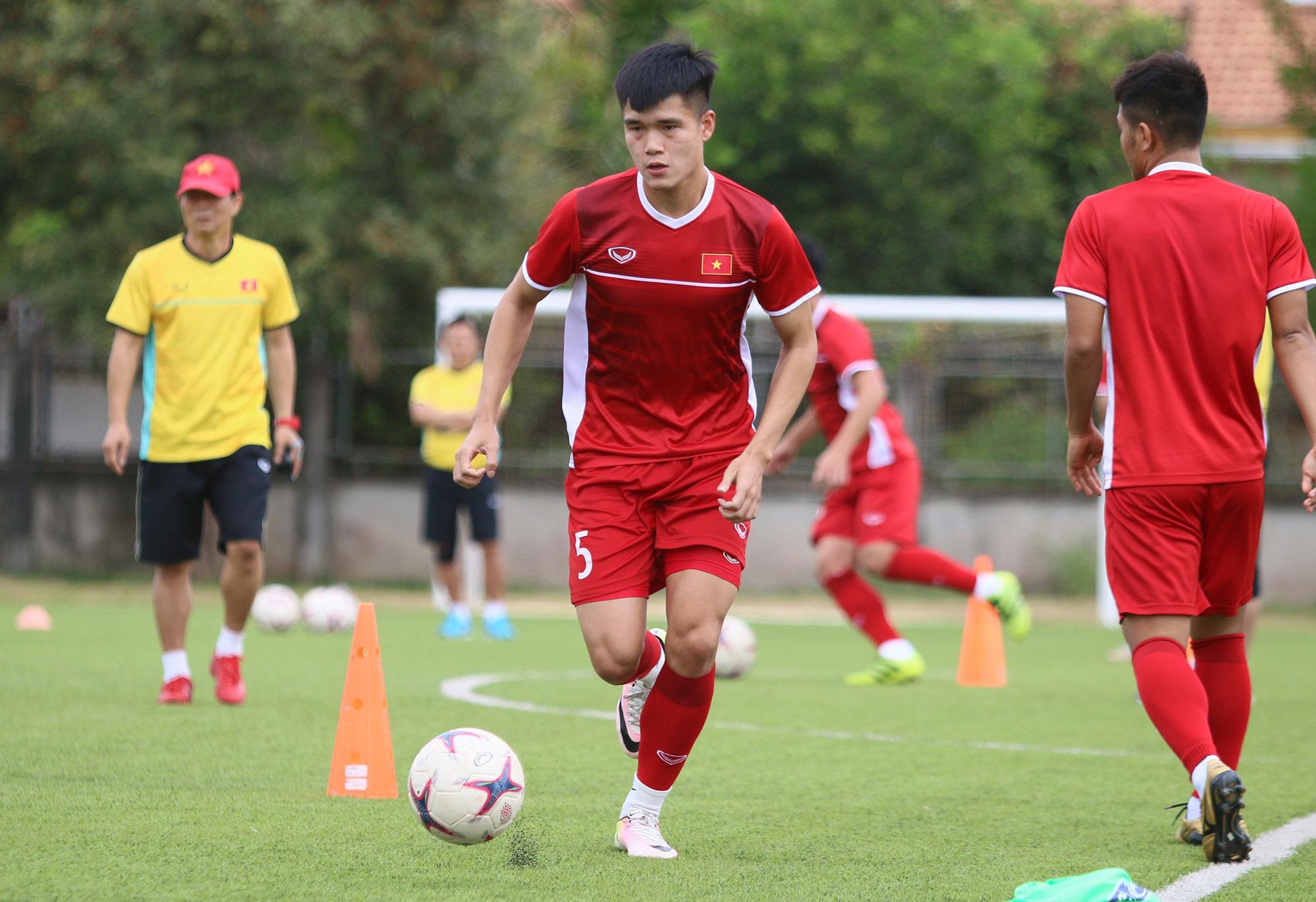 CLB Thái Lan mời gọi trung vệ Việt Nam mức lương 110.000 USD - Ảnh 1.