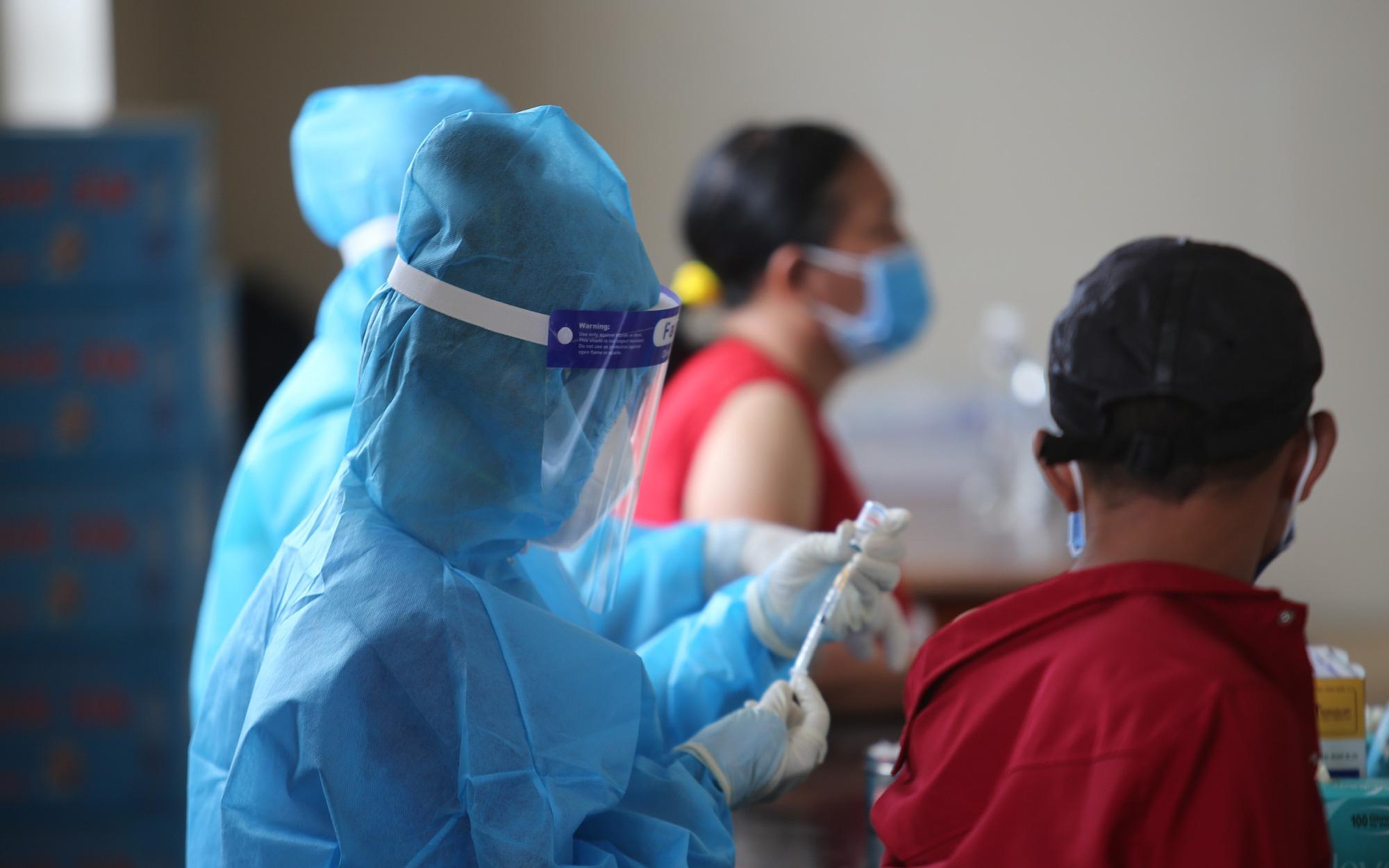 Bình Dương: Nam thanh niên nghi khai gian dối để được tiêm mũi 2 vaccine Pfizer