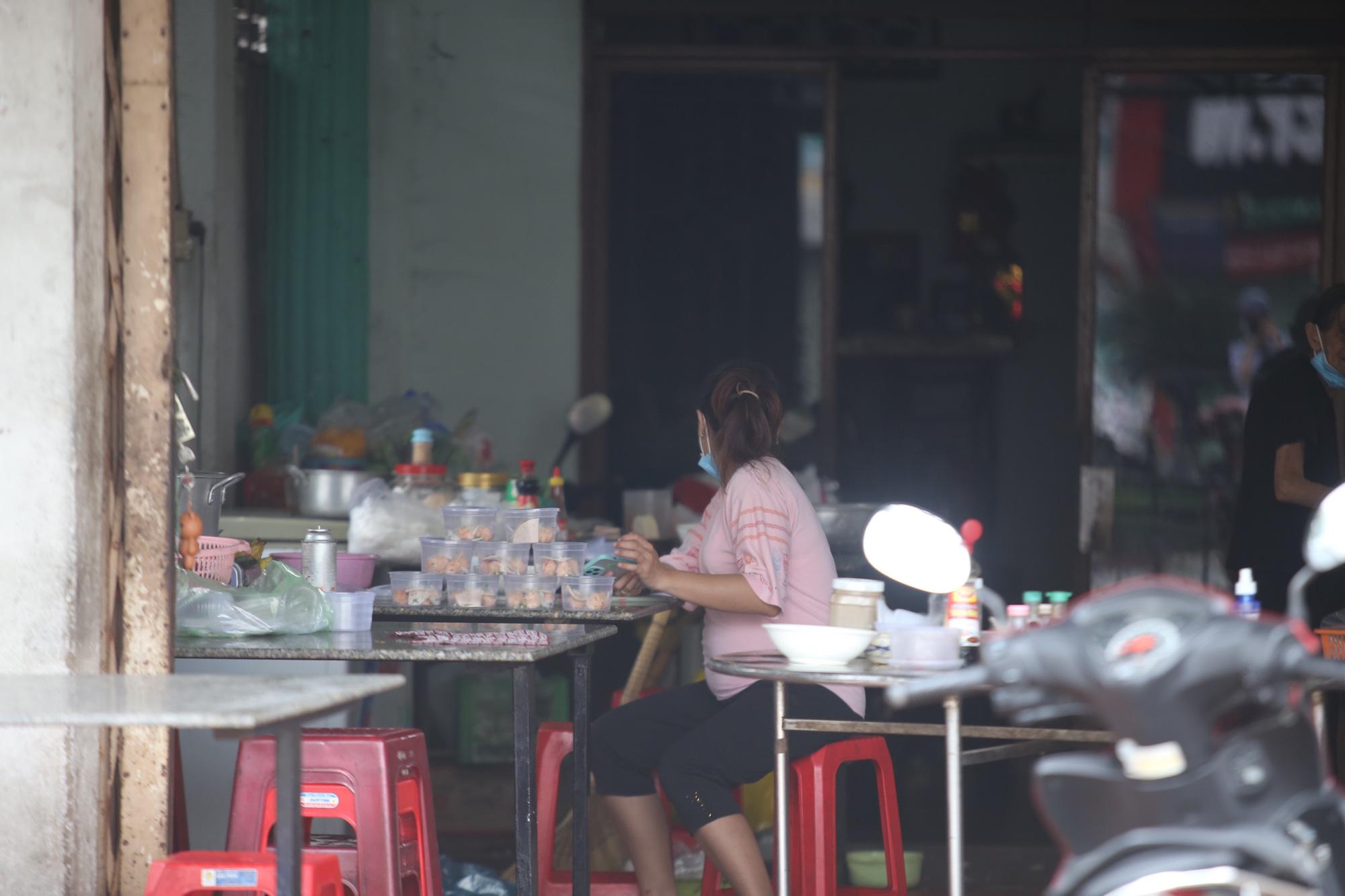 """Nhiều quán hàng ở """"vùng xanh"""" của Bình Dương tái khởi động sau nhiều tháng đóng cửa vì dịch Covid-19 - Ảnh 2."""