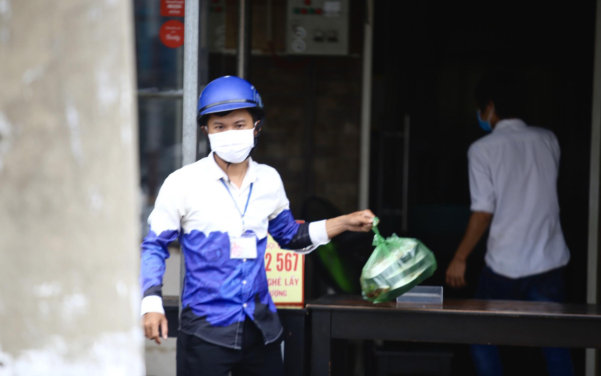 """Bình Dương: Nhiều quán hàng ở """"vùng xanh"""" tái khởi động sau nhiều tháng đóng cửa vì dịch Covid-19"""