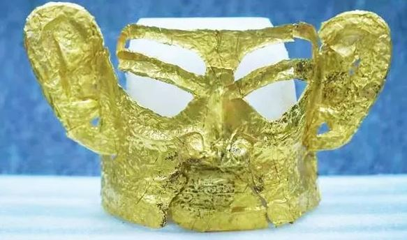 Chiếc mặt nạ vàng 3.000 năm tuổi được tìm thấy trong di tích nổi tiếng của Trung Quốc - Ảnh 1.