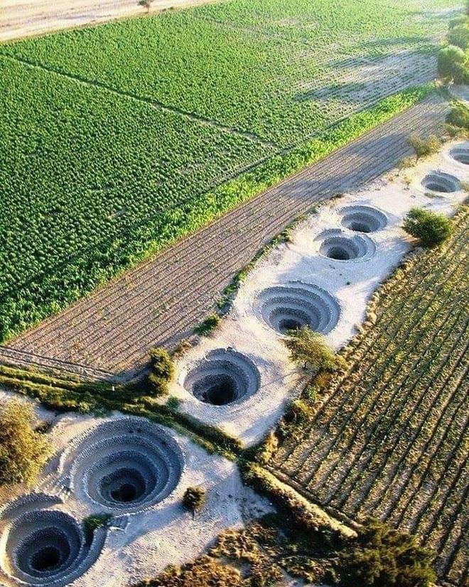 Bí ẩn loạt hố xoắn ốc đắp đá kỳ lạ ở Peru - Ảnh 2.