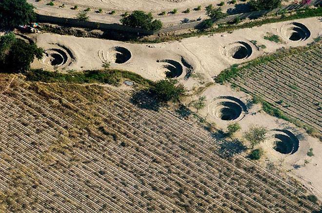 Bí ẩn loạt hố xoắn ốc đắp đá kỳ lạ ở Peru - Ảnh 5.