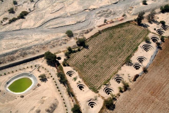 Bí ẩn loạt hố xoắn ốc đắp đá kỳ lạ ở Peru - Ảnh 6.