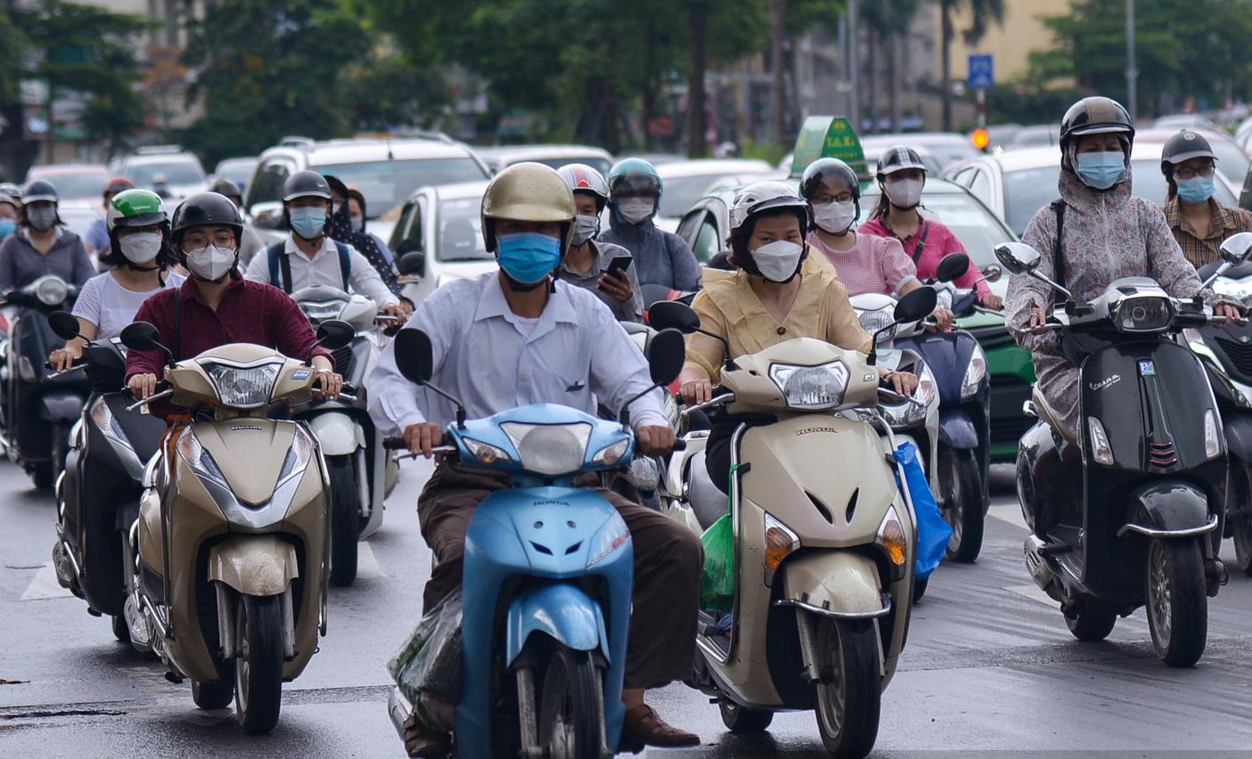 Hình ảnh một số tuyến đường ở Hà Nội đông đúc trở lại - Ảnh 7.