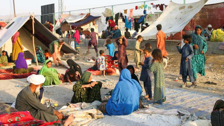 """Kinh tế Afghanistan trước bờ vực sụp đổ, phương Tây """"tiến thoái lưỡng nan"""": Viện trợ hay không viện trợ? - Ảnh 1."""