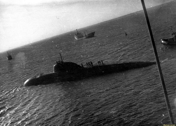 Kinh hoàng những vụ tàu ngầm Liên Xô đâm vào tàu sân bay Mỹ - Ảnh 13.