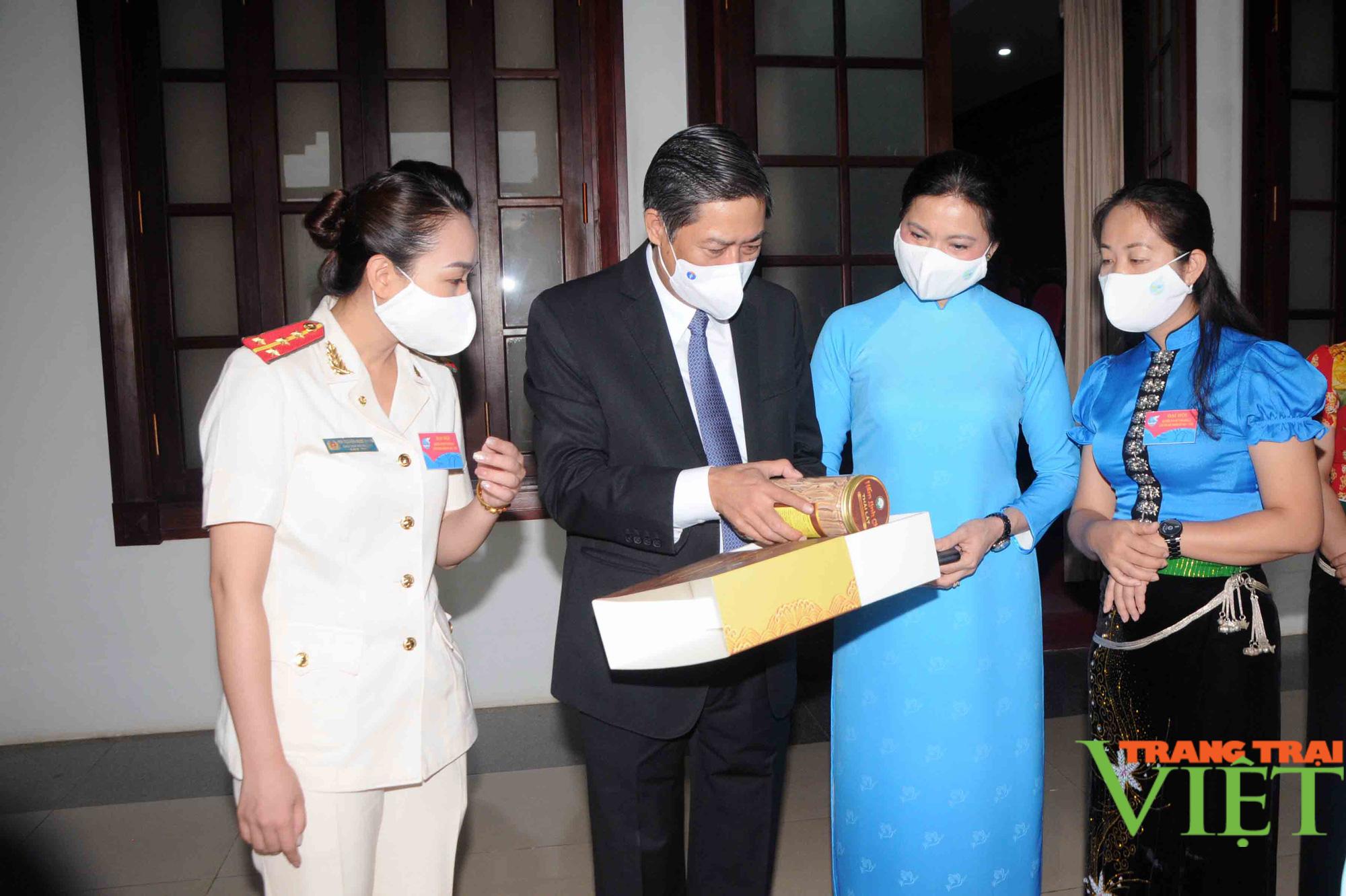 Hội Liên hiệp Phụ nữ tỉnh Sơn La: Giúp hơn 2.000 hộ nghèo thoát nghèo - Ảnh 2.