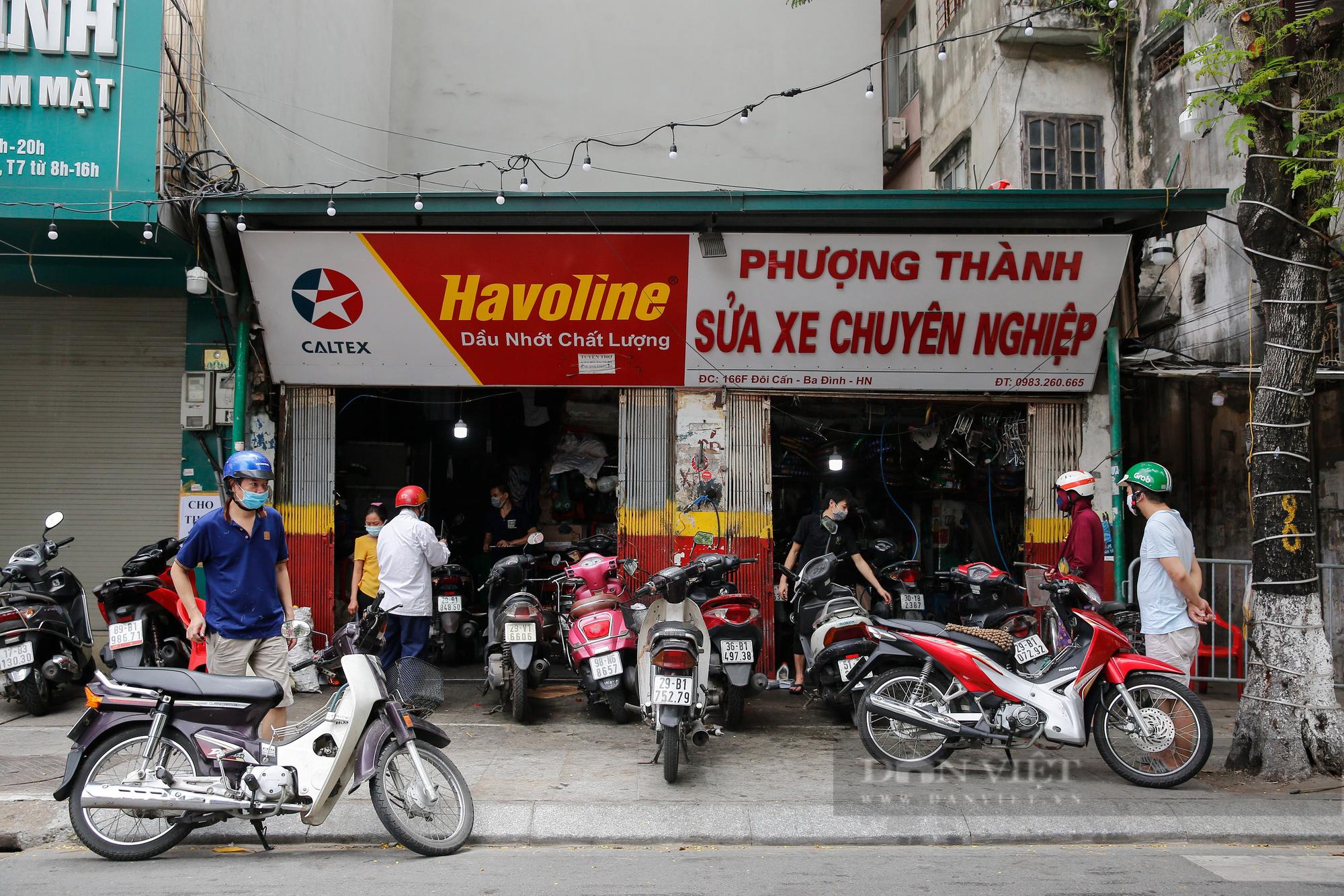Hà Nội: Mang xe máy đi sửa, khách hàng phải chờ từ sáng đến chiều tối mới có thể nhận được xe - Ảnh 1.