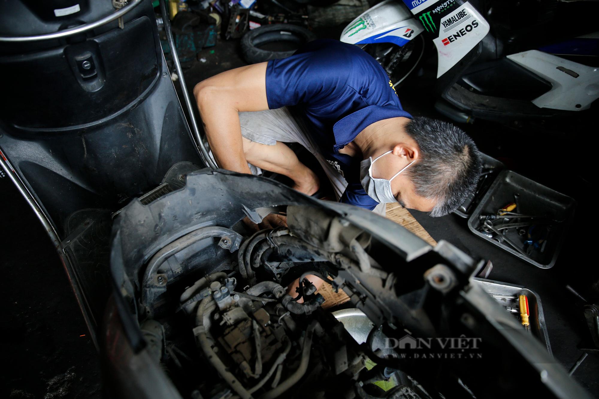 Hà Nội: Mang xe máy đi sửa, khách hàng phải chờ từ sáng đến chiều tối mới có thể nhận được xe - Ảnh 3.