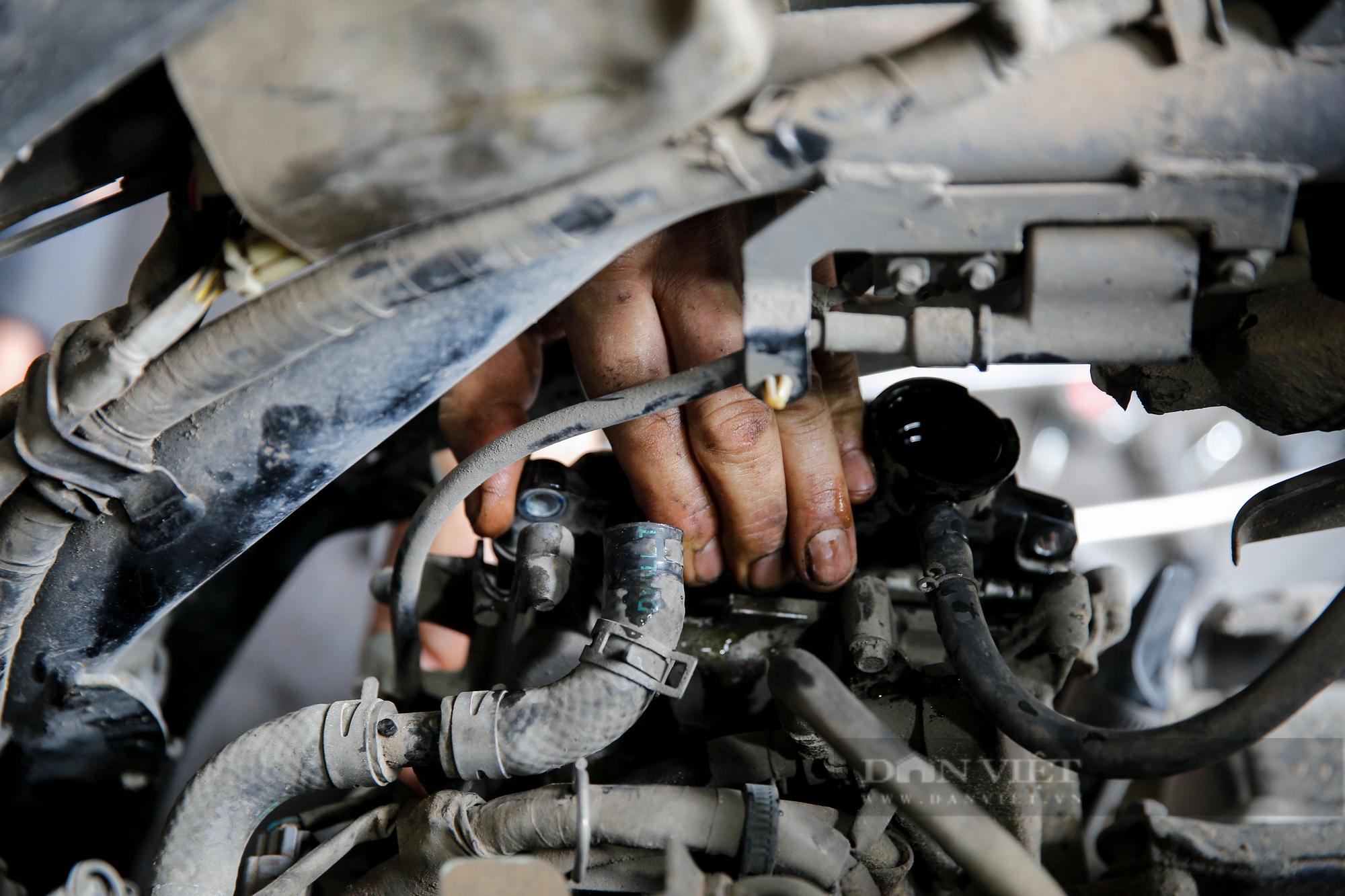 Hà Nội: Mang xe máy đi sửa, khách hàng phải chờ từ sáng đến chiều tối mới có thể nhận được xe - Ảnh 4.