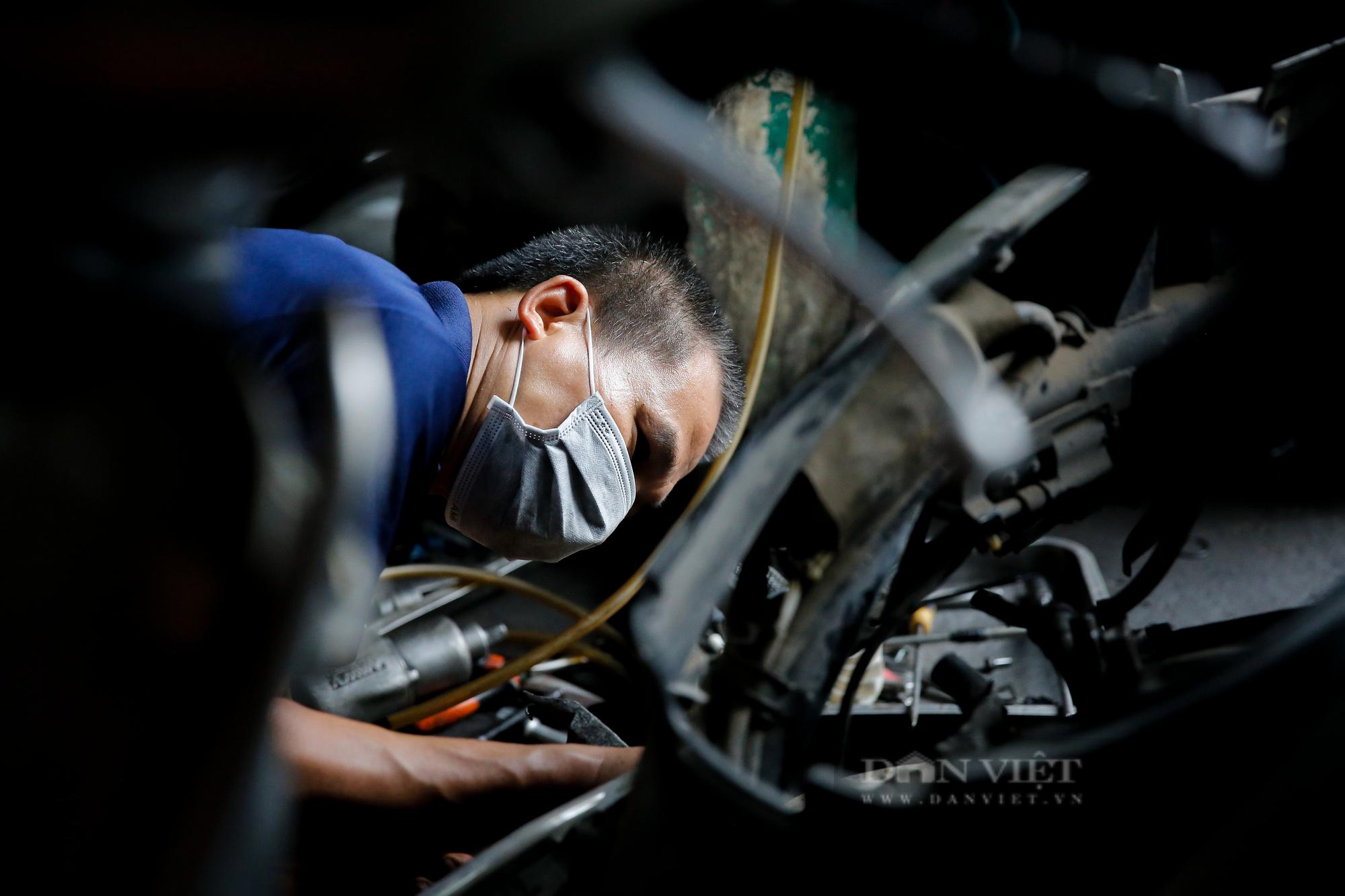 Hà Nội: Mang xe máy đi sửa, khách hàng phải chờ từ sáng đến chiều tối mới có thể nhận được xe - Ảnh 5.