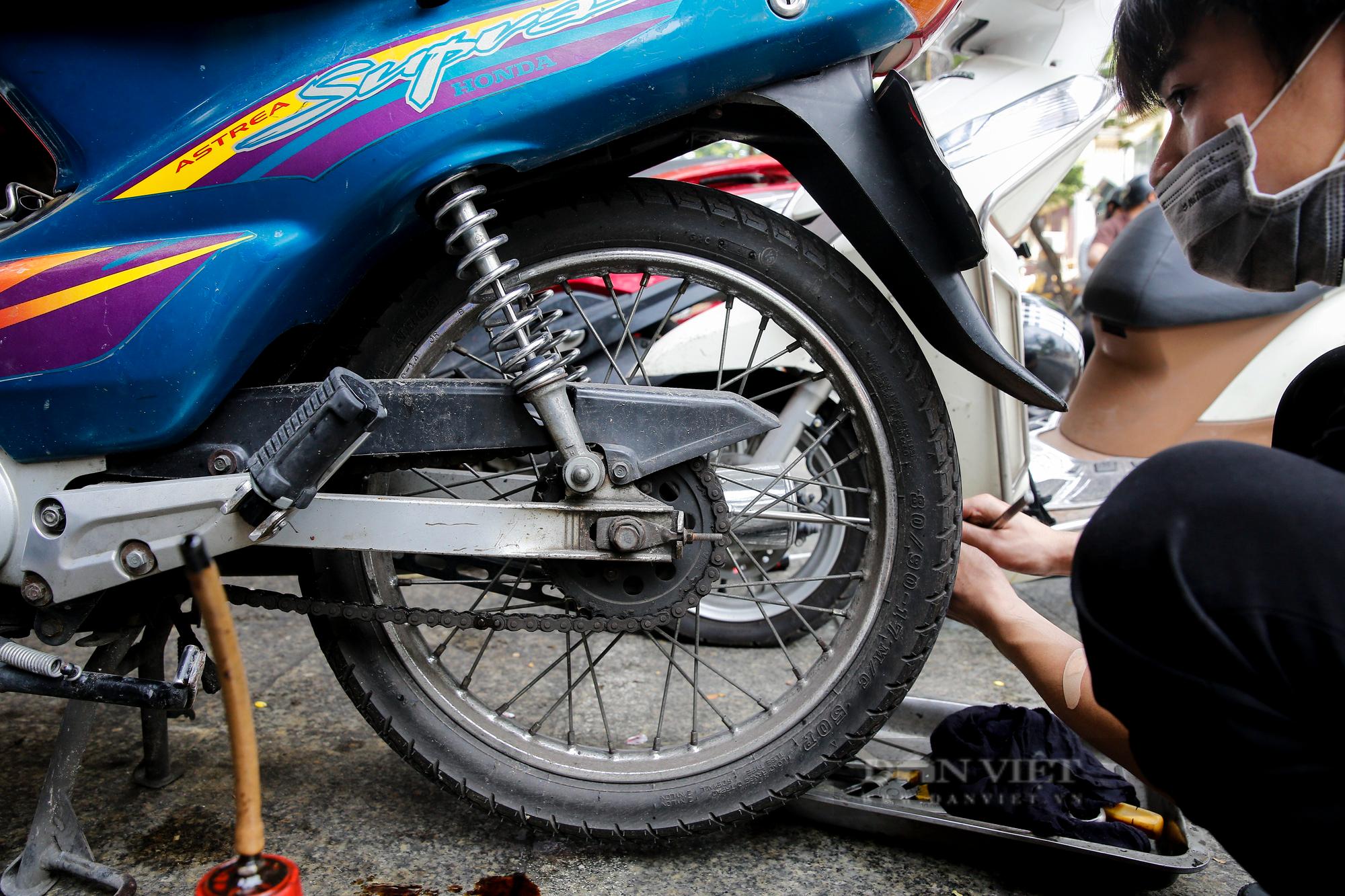 Hà Nội: Mang xe máy đi sửa, khách hàng phải chờ từ sáng đến chiều tối mới có thể nhận được xe - Ảnh 6.