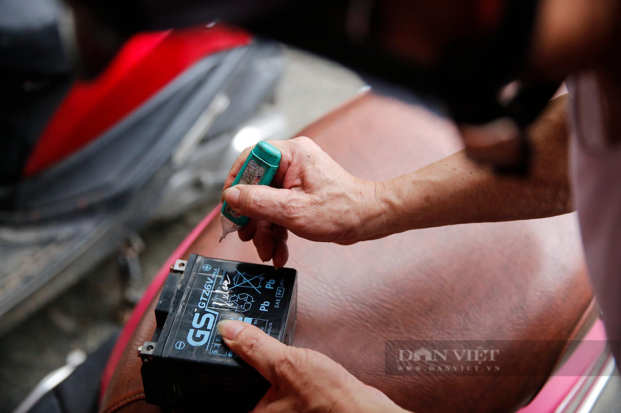 Hà Nội: Mang xe máy đi sửa, khách hàng phải chờ từ sáng đến chiều tối mới có thể nhận được xe - Ảnh 7.