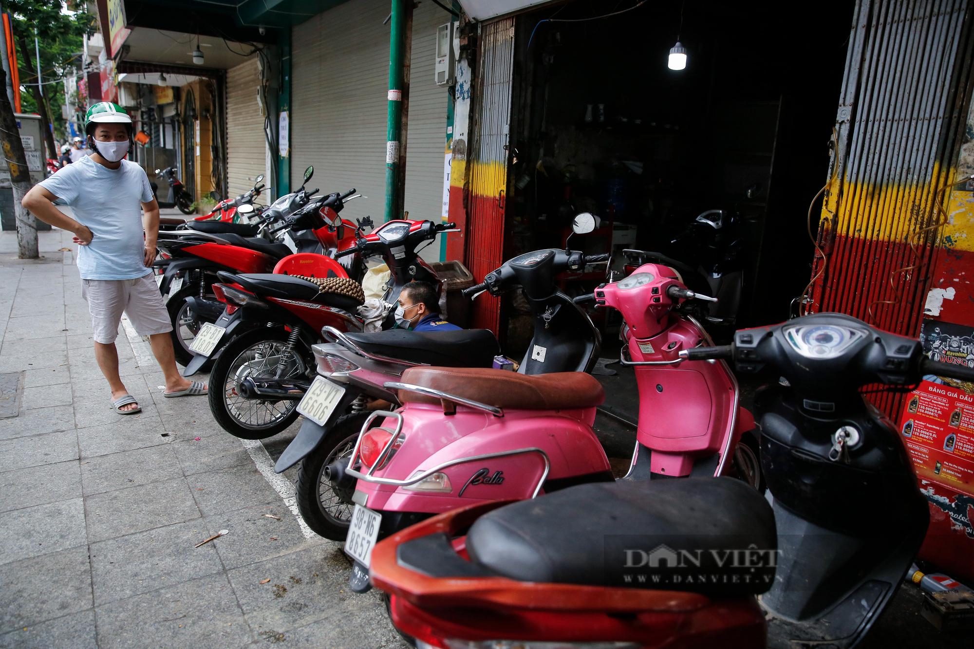 Hà Nội: Mang xe máy đi sửa, khách hàng phải chờ từ sáng đến chiều tối mới có thể nhận được xe - Ảnh 8.