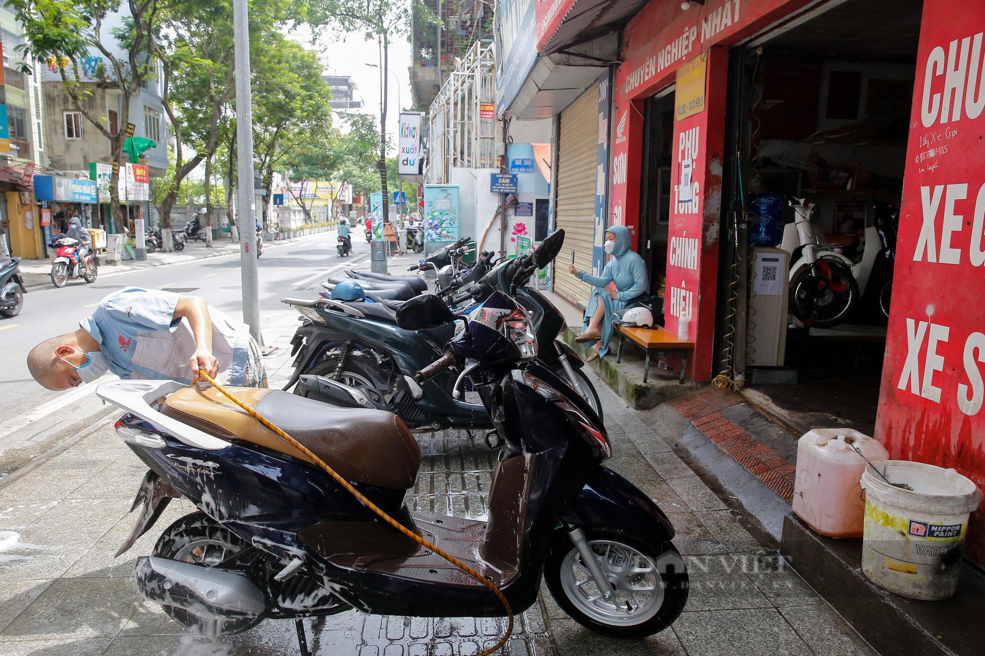 Hà Nội: Mang xe máy đi sửa, khách hàng phải chờ từ sáng đến chiều tối mới có thể nhận được xe - Ảnh 10.