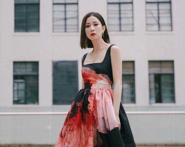 Cuộc đời huyền ảo của 'nhất tỷ TVB', từ một cô gái thường dân cho tới 'người đàn bà độc ác nhất' - Ảnh 8.