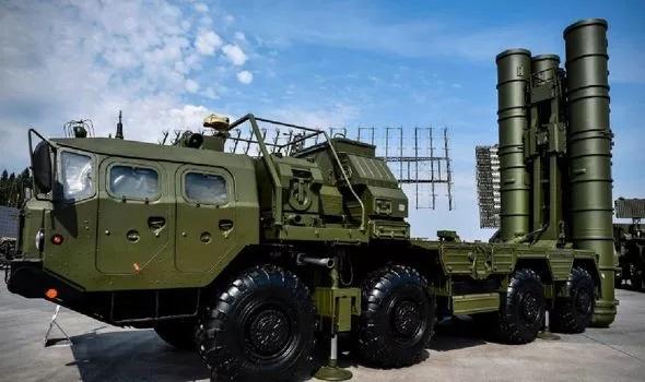 """Nga khoe uy lực kinh hoàng của xe tăng """"kẻ hủy diệt"""", """"rồng lửa"""" S-500 Prometheus khiến NATO lo nơm nớp - Ảnh 2."""