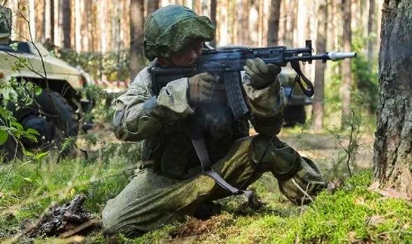 """Nga khoe uy lực kinh hoàng của xe tăng """"kẻ hủy diệt"""", """"rồng lửa"""" S-500 Prometheus khiến NATO lo nơm nớp - Ảnh 3."""