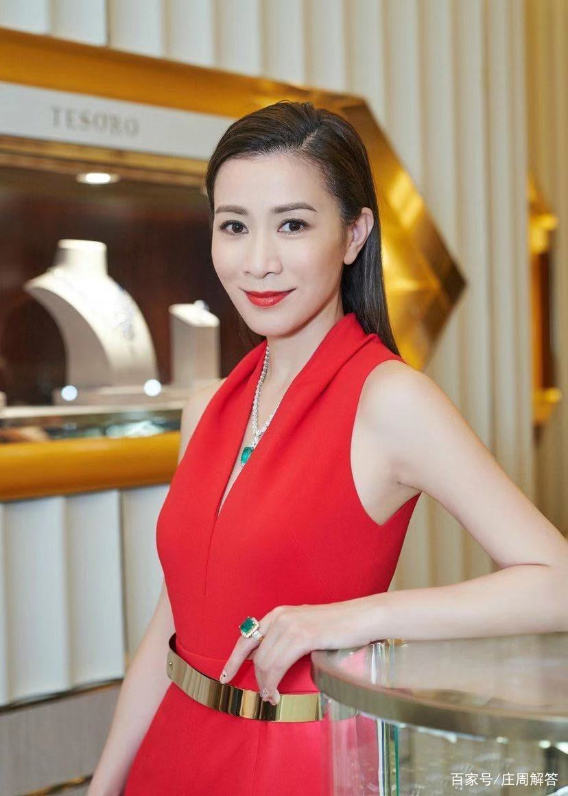 Cuộc đời huyền ảo của 'nhất tỷ TVB', từ một cô gái thường dân cho tới 'người đàn bà độc ác nhất' - Ảnh 1.