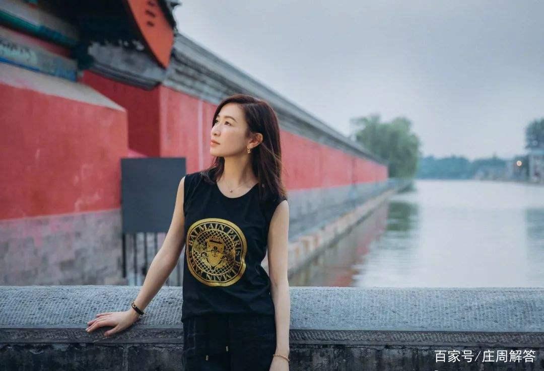 Cuộc đời huyền ảo của 'nhất tỷ TVB', từ một cô gái thường dân cho tới 'người đàn bà độc ác nhất' - Ảnh 9.