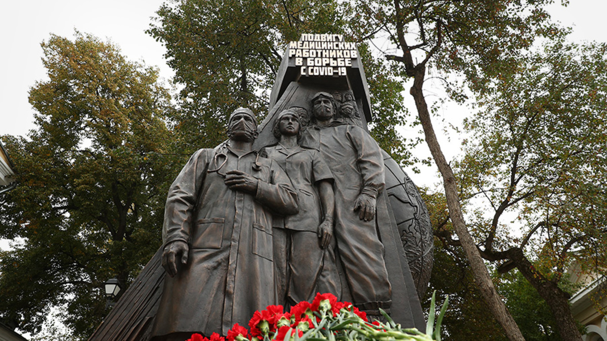 Nga khánh thành tượng đài vinh danh bác sĩ trong đại dịch Covid-19 - Ảnh 1.