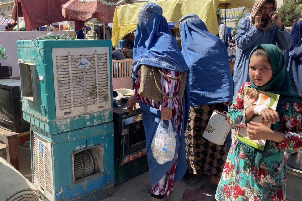 """""""Chúng tôi không còn một xu dính túi"""", người dân Afghanistan chia sẻ về cuộc sống dưới thời Taliban - Ảnh 2."""