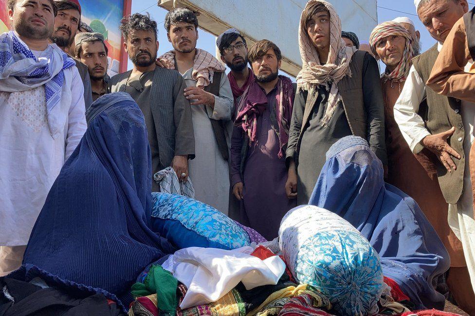 """""""Chúng tôi không còn một xu dính túi"""", người dân Afghanistan chia sẻ về cuộc sống dưới thời Taliban - Ảnh 4."""