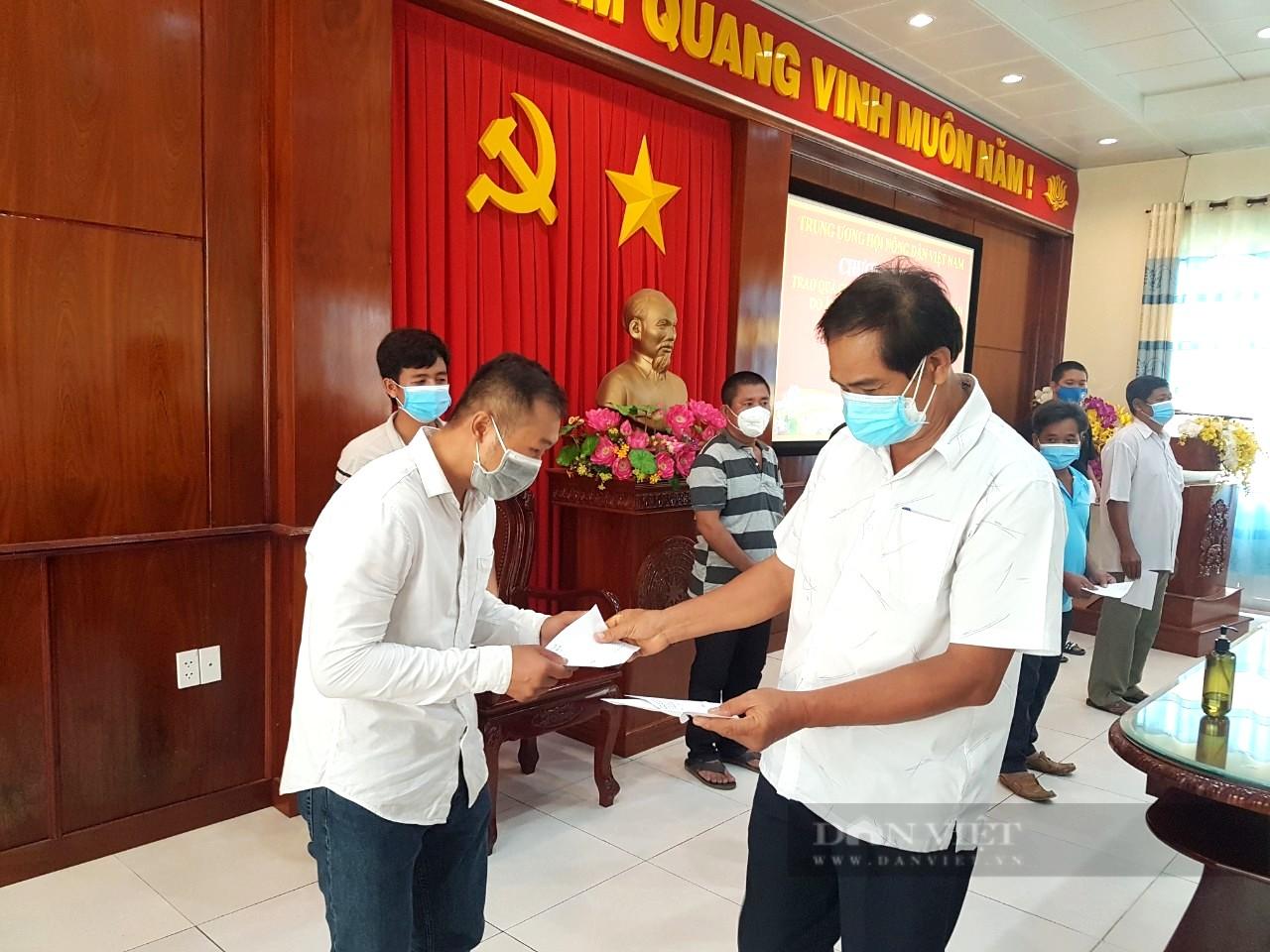 Gần 700 phần quà của Trung ương Hội Nông dân Việt Nam đến tay nông dân khó khăn phía Nam do dịch Covid-19 - Ảnh 1.