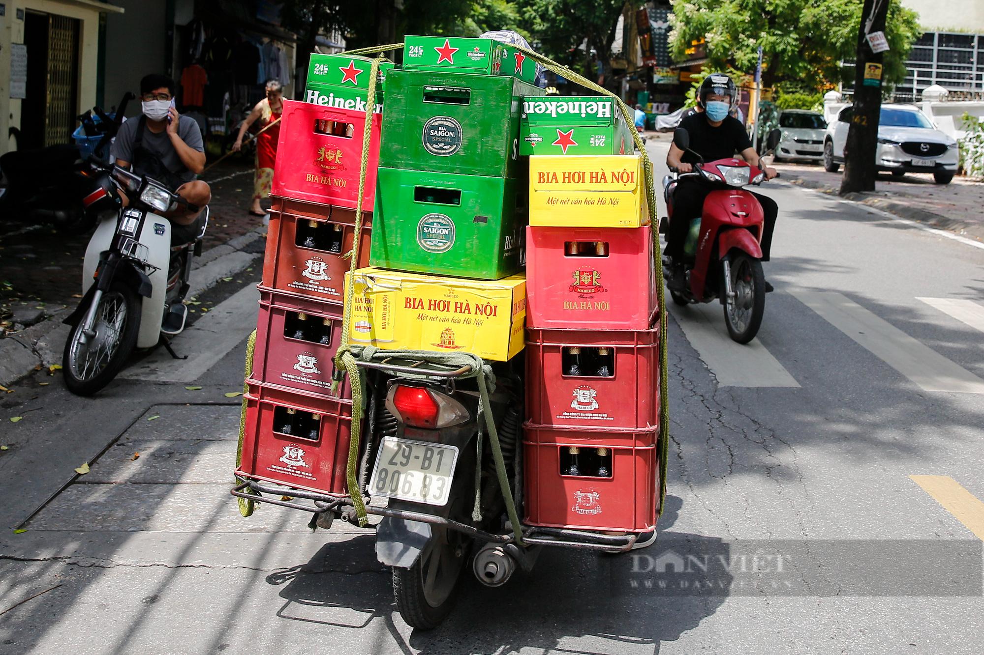 Bia hơi Hà Nội bắt đầu nhộn nhịp người mua mang về  - Ảnh 11.