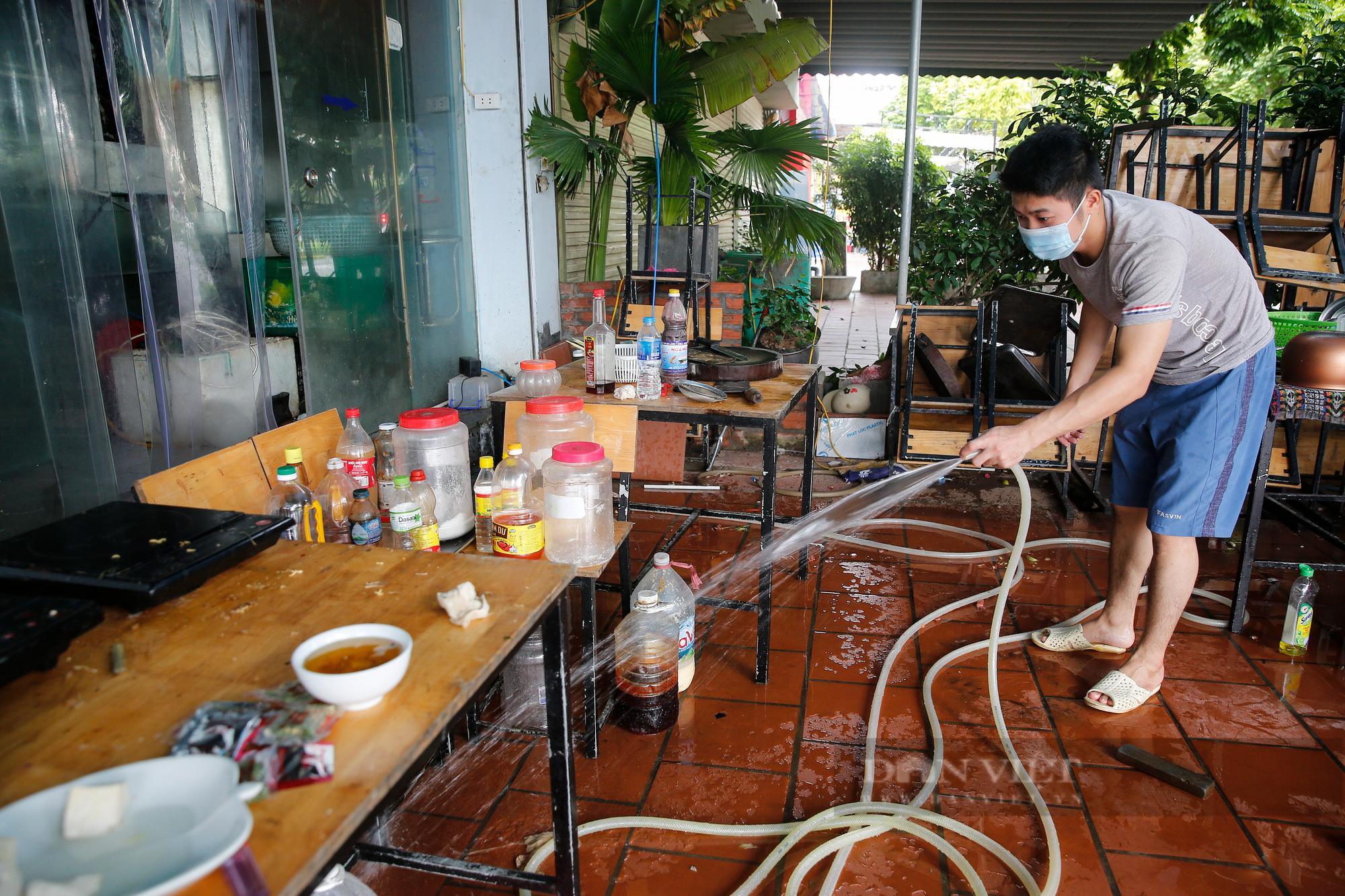 Bia hơi Hà Nội bắt đầu nhộn nhịp người mua mang về  - Ảnh 13.