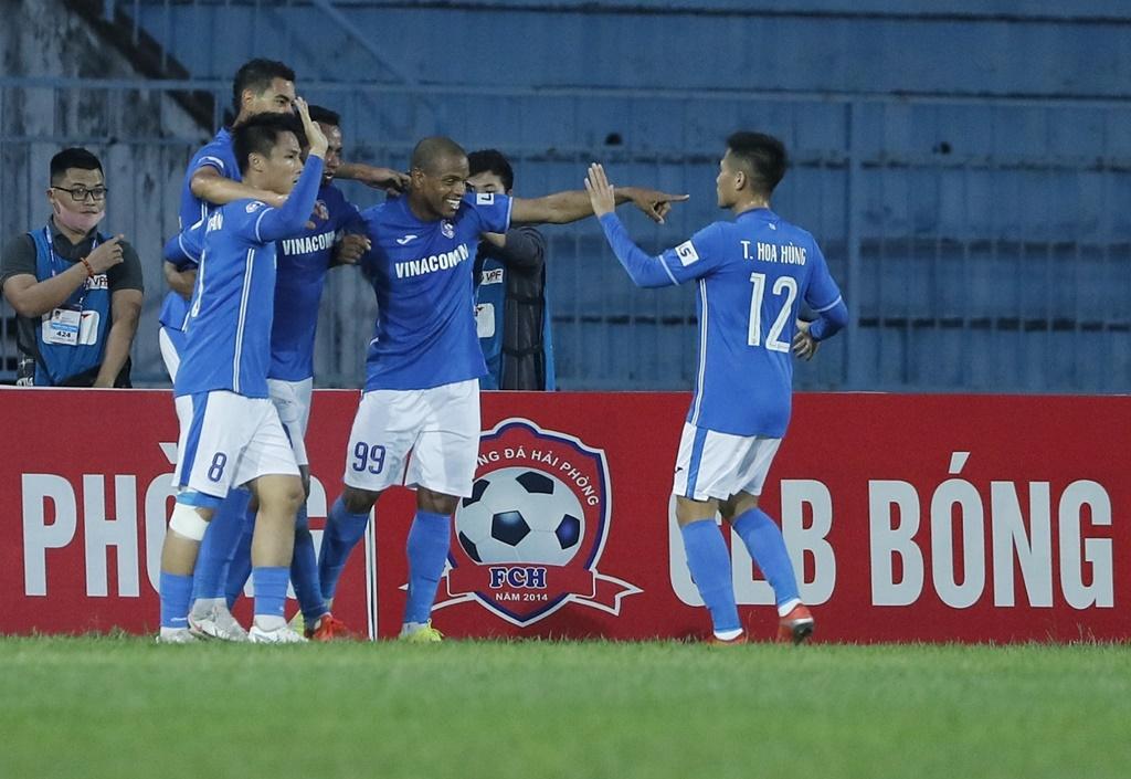 Cầu thủ bị Than Quảng Ninh nợ cực đậm cập bến SHB.Đà Nẵng - Ảnh 1.