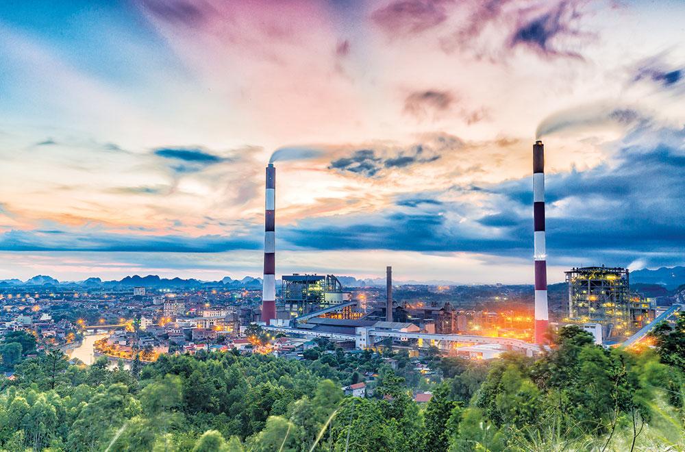 Dự thảo Quy hoạch điện VIII: Vì sao giảm năng lượng tái tạo, tăng điện than? - Ảnh 1.