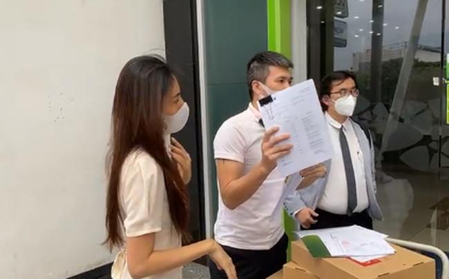Kinh tế nóng nhất tuần: Thuỷ Tiên - Công Vinh không được livestream trong ngân hàng - Ảnh 1.