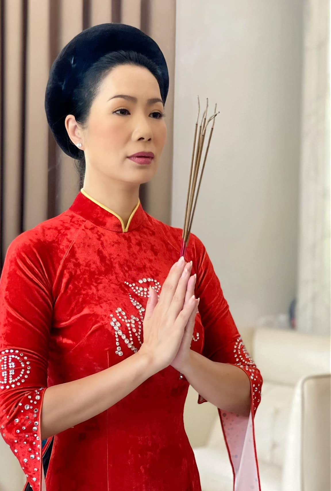 t1 16319610024081151900043 Nghệ sĩ cầu cho Phi Nhung, mong sân khấu sớm sáng đèn trở lại nhân ngày giỗ Tổ nghề