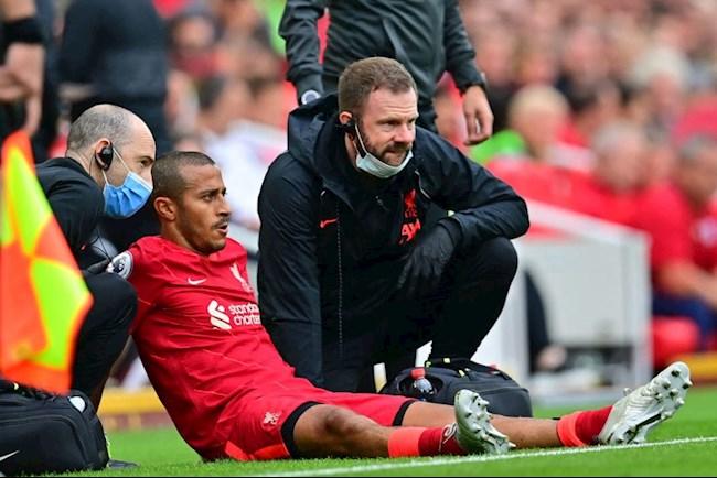 Mất nửa đội hình sau 5 trận, ký ức thảm họa ùa về với Liverpool - Ảnh 1.