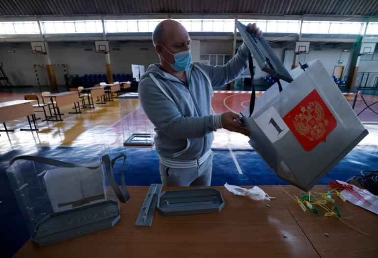 Ngày bầu cử quyết định ở Nga: Đảng hậu thuẫn ông Putin hướng tới chiến thắng - Ảnh 2.
