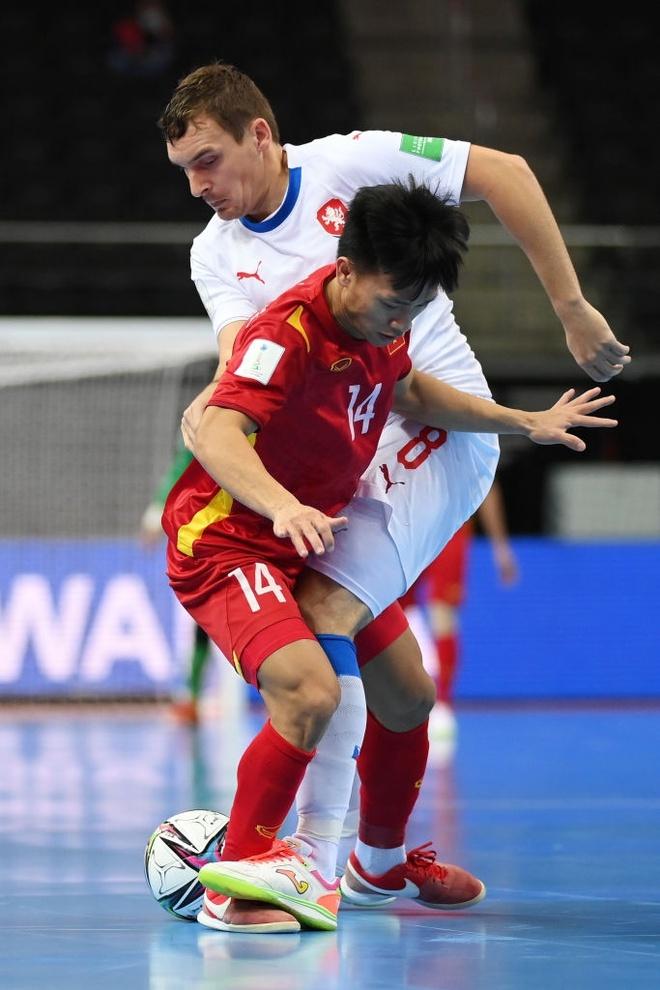 """Hình ảnh những """"người hùng"""" tuyển futsal Việt Nam cầm hòa đội bóng hạng 16 thế giới - Ảnh 3."""
