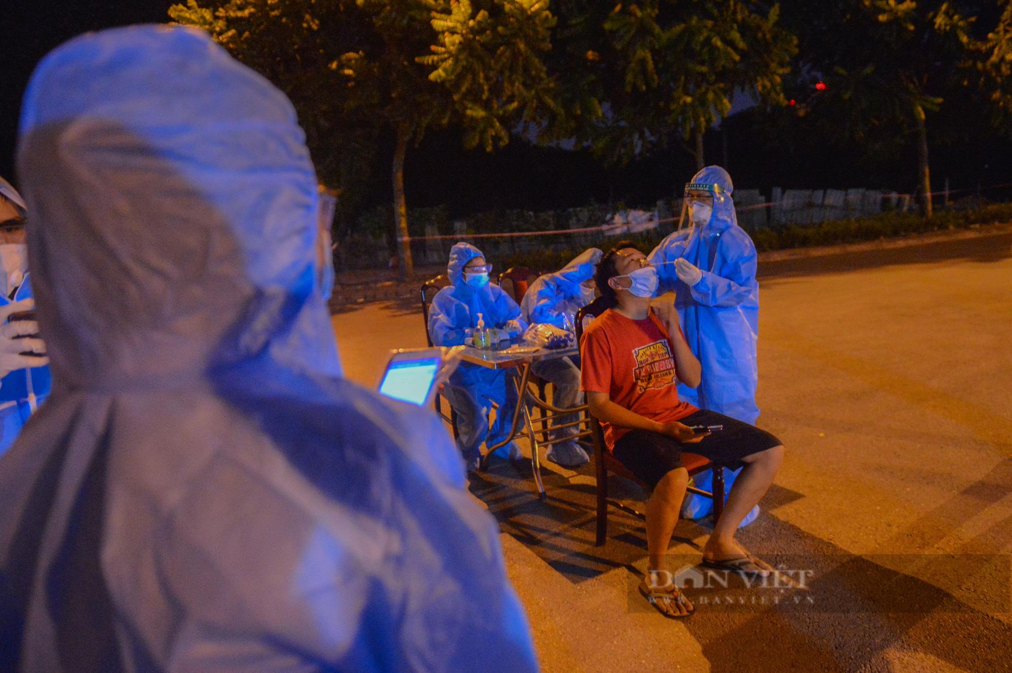 Thần tốc lấy 5.000 mẫu xét nghiệm trong đêm sau khi phát hiện 9 F0 tại quận Long Biên - Ảnh 3.