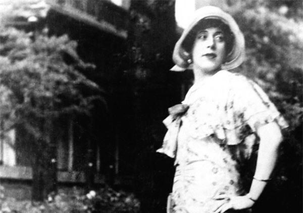 Cuộc đời người chuyển giới đầu tiên trên thế giới: Vợ chồng thành... chị em gái - Ảnh 7.