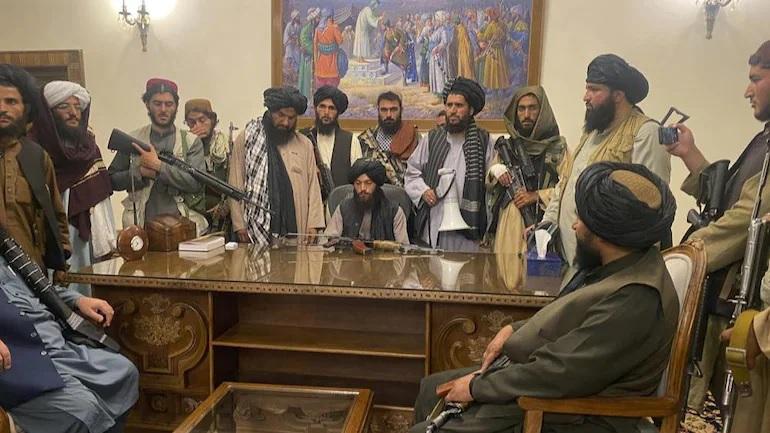 Nghẹt thở vụ thủ lĩnh Taliban bị đấm gây xả súng đẫm máu trong dinh tổng thống ở Kabul - Ảnh 1.