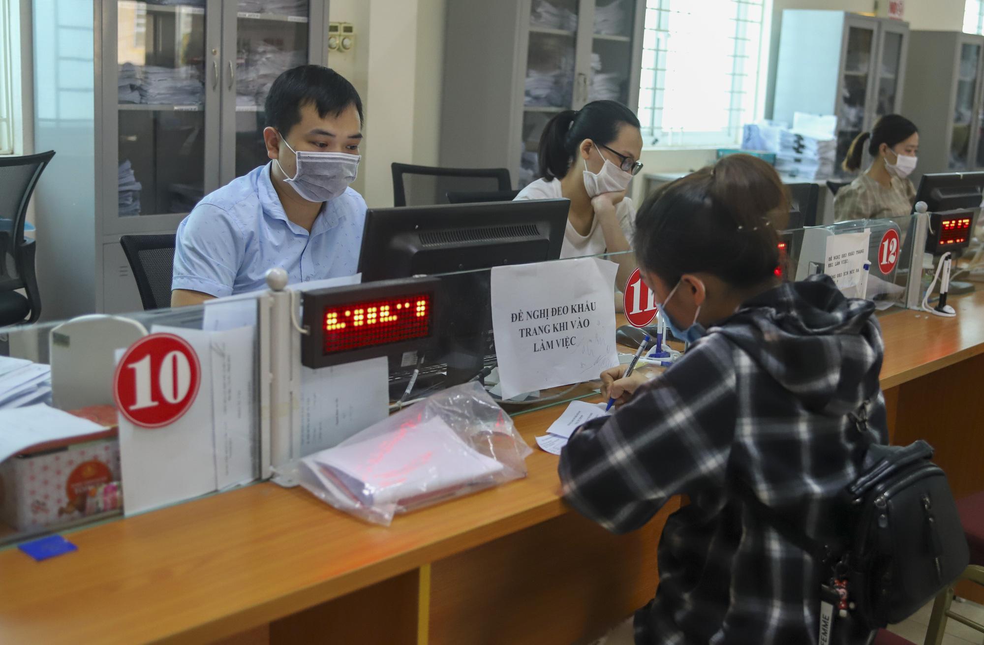 Chính phủ giao Bộ LĐTBXH ban hành quyết định thực hiện nghị quyết 116. Ảnh: Lao động nhận hỗ trợ tại Trung tâm Dịch vụ việc làm tỉnh Thanh Hóa