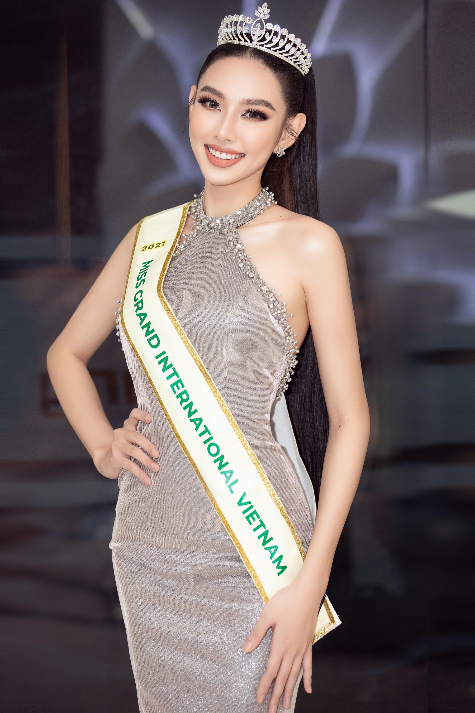 Tóc Tiên ở nhà diện đồ táo bạo, Hòa Minzy dẫn đầu top sao mặc đẹp tuần qua - Ảnh 1.