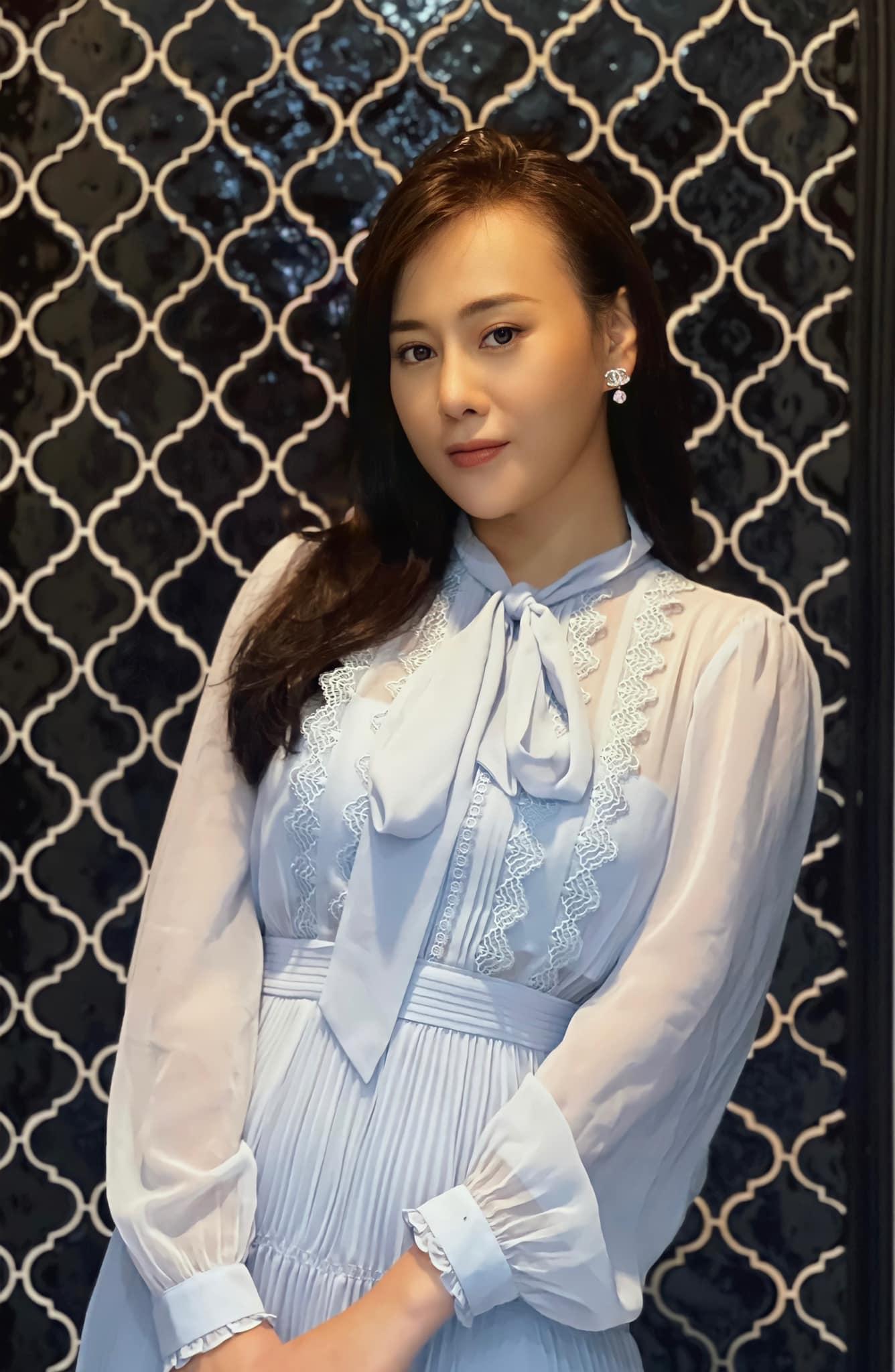 Tóc Tiên ở nhà diện đồ táo bạo, Hòa Minzy dẫn đầu top sao mặc đẹp tuần qua - Ảnh 12.