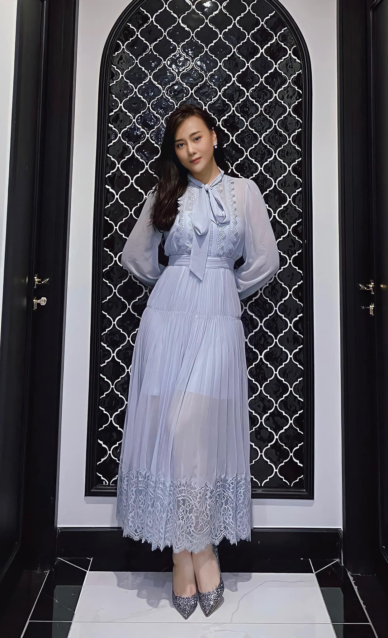 Tóc Tiên ở nhà diện đồ táo bạo, Hòa Minzy dẫn đầu top sao mặc đẹp tuần qua - Ảnh 13.