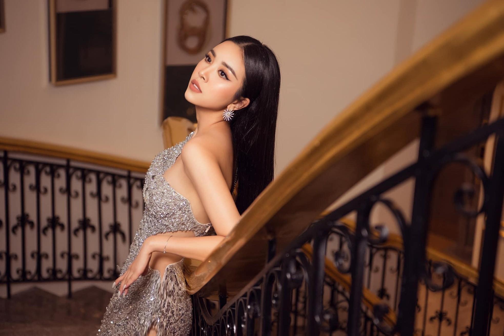 Tóc Tiên ở nhà diện đồ táo bạo, Hòa Minzy dẫn đầu top sao mặc đẹp tuần qua - Ảnh 8.