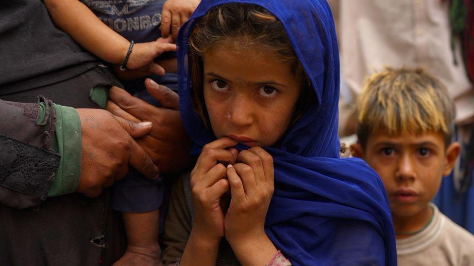 Người dân Afghanistan vất vả đấu tranh với nạn đói dưới thời Taliban - Ảnh 1.