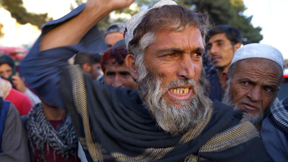Người dân Afghanistan vất vả đấu tranh với nạn đói dưới thời Taliban - Ảnh 3.